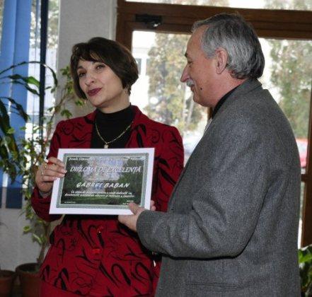 Falticeni-24 ianuarie Scoala Cuza Gabrel baban primeste Diploma de Excelenta