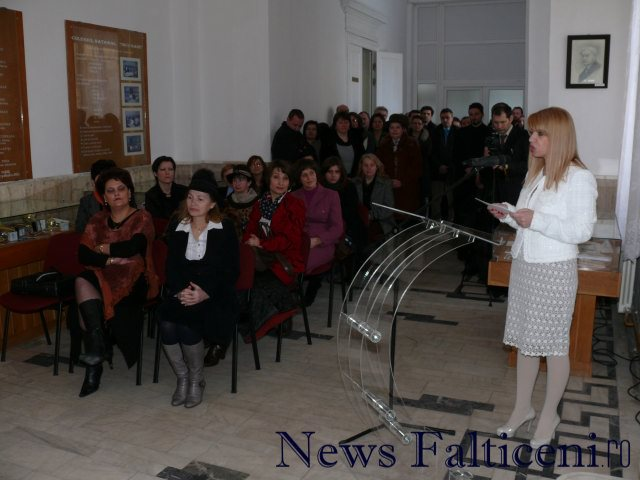 Falticeni-Ziua Colegiului N Gane 1 prim plan Director Mihaela Barbacut