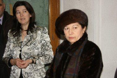Falticeni-targul cadourilor prof Mihaela Sandu, ec Valeria Chivu presedinte Asoc Eurosansa ....