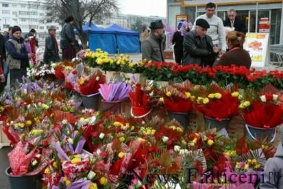 Falticeni-8 martie Flori de toate culorile pentru toate buzunarele 2