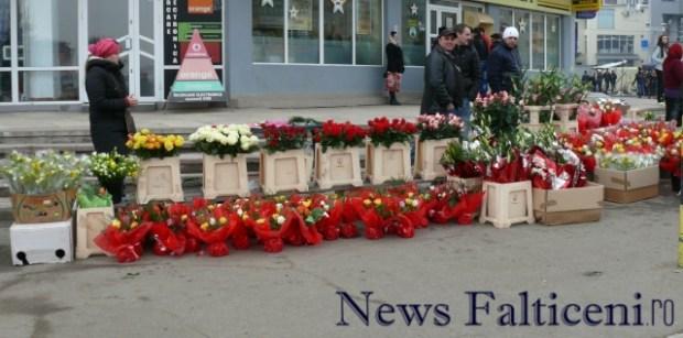 Falticeni-8 martie flori au fost cumparatori nu prea