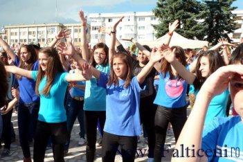 Falticeni-dans sincron 1 iunie 2