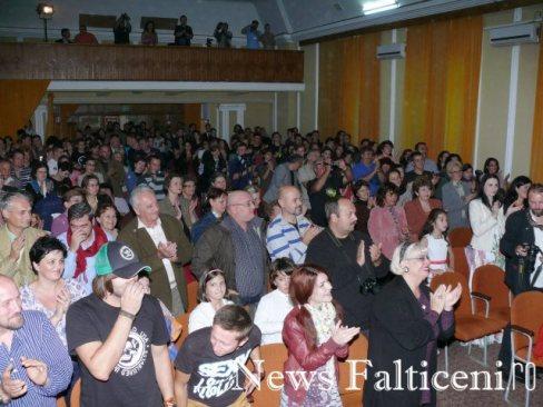 Falticeni-public festivitate de premiere