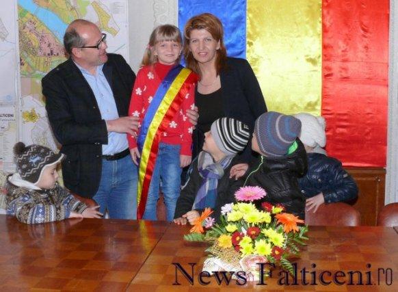 Falticeni-X primarul copiilor viceprimarul Aldea si secretara Busuioc