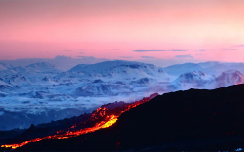 volcano-noth-lights-newsfeast