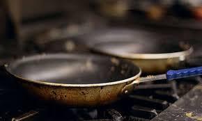 Έτσι, θα καθαρίσετε αποτελεσματικά ένα καμένο τηγάνι!