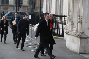 Attorney General Jeremy Wright (2nd R) arrives at the British Supreme Court in London, Britain, Jan. 24, 2017. The British Supreme Court on Tuesday ruled on that Prime Minister Theresa May must consult Parliament before triggering formal negotiations on Britain leaving the European Union. (Xinhua/Han Yan) (hy)