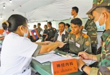 A medical team sent by China is offering volunteer treatment in a city of northern Laos for local public in July, 2017. (Photo by Zhang Zhiwen from People's Daily)