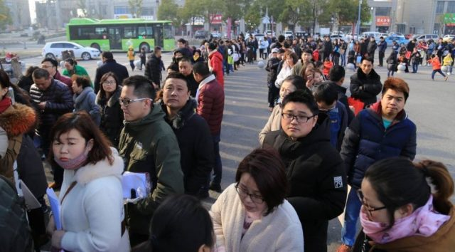 Parents queue up for pre-registration of their children at a school in Huai'an City, east China's Jiangsu province. (Photo from CFP)