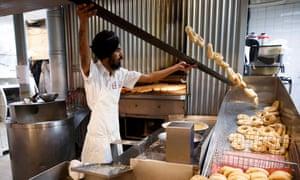 Resham Singh makes bagels at Kettleman's in Ottawa, Canada, October 6, 2018. (Cole Burston)