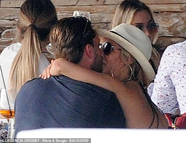 Caroline Flack Picture Exclusive Love Island Host 39 Packs On The Pda With Beau Lewis Burton 27 Newsgroove Uk