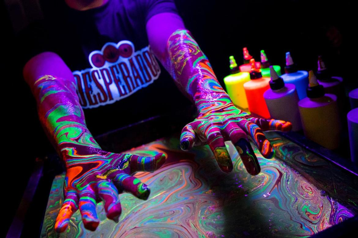 Forget Glitter This Festival Season It S All About Body Marbling Newsgroove Uk