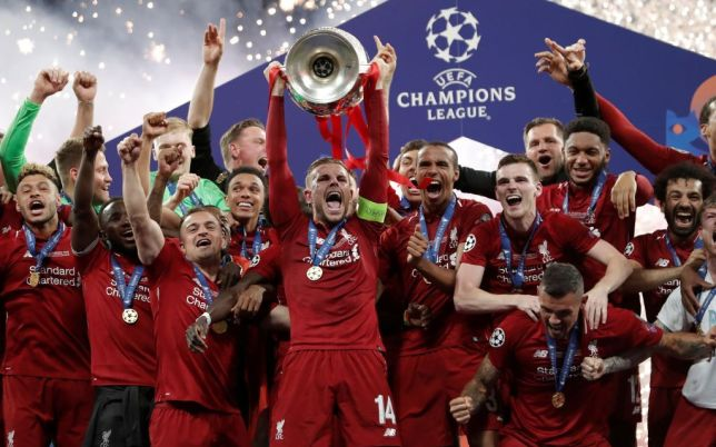 Jordan Henderson and the Liverpool team lifting the Champions League trophy