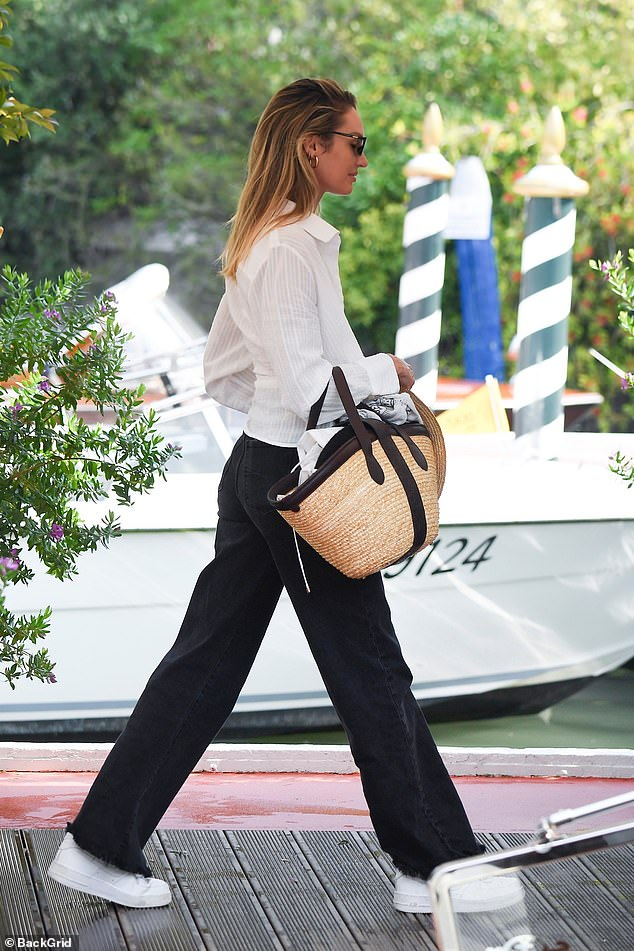 Glam: Candice carried her essentials in a large, straw handbag and added a matching wide-brimmed straw hat