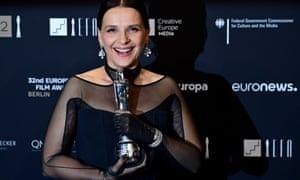 Juliette Binoche poses with her European achievement in world cinema award