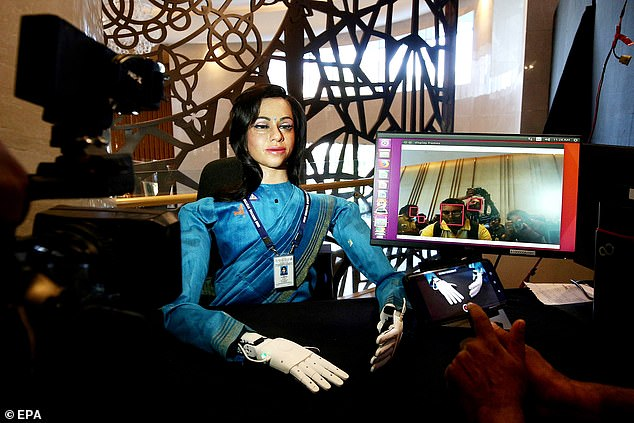 The legless 'female' robot speaks two languages, recognize humans and answer questions like a living person. The purpose of the spacefaring machine is to conduct experiments before India launches its first manned mission to space in 2022