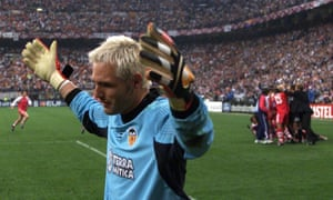 Valencia goalkeeper Santiago Cañizares throws his arms up in disappointment after defeat to Bayern Munich on penalties at the Champions League final in 2001.