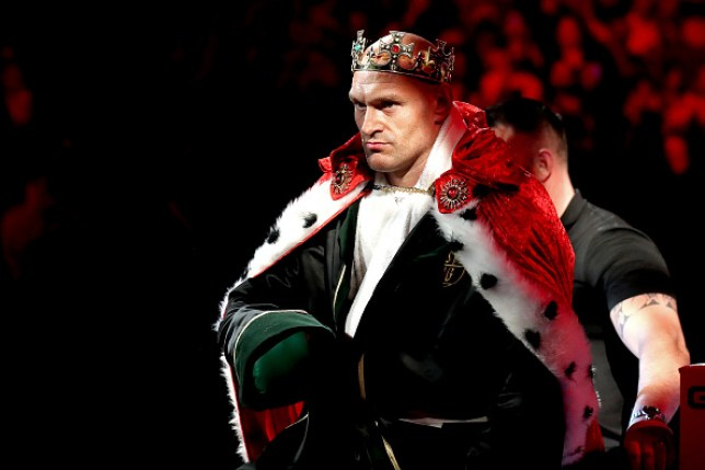 Tyson Fury enters the boxing ring dressed as a king