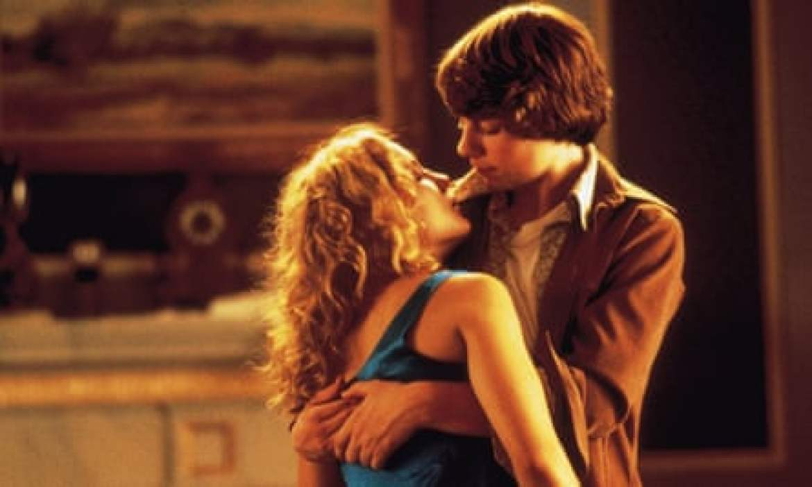 Quality: 2nd Generation. Film Title: Almost Famous. Pictured: Kate Hudson as Penny Lane and Patrick Fugit as William Miller. Film Released by: Columbia Tristar. For further information: please contact Corbett and Keene on Tel 020 7494 3478 Fax 020 7734 2024
