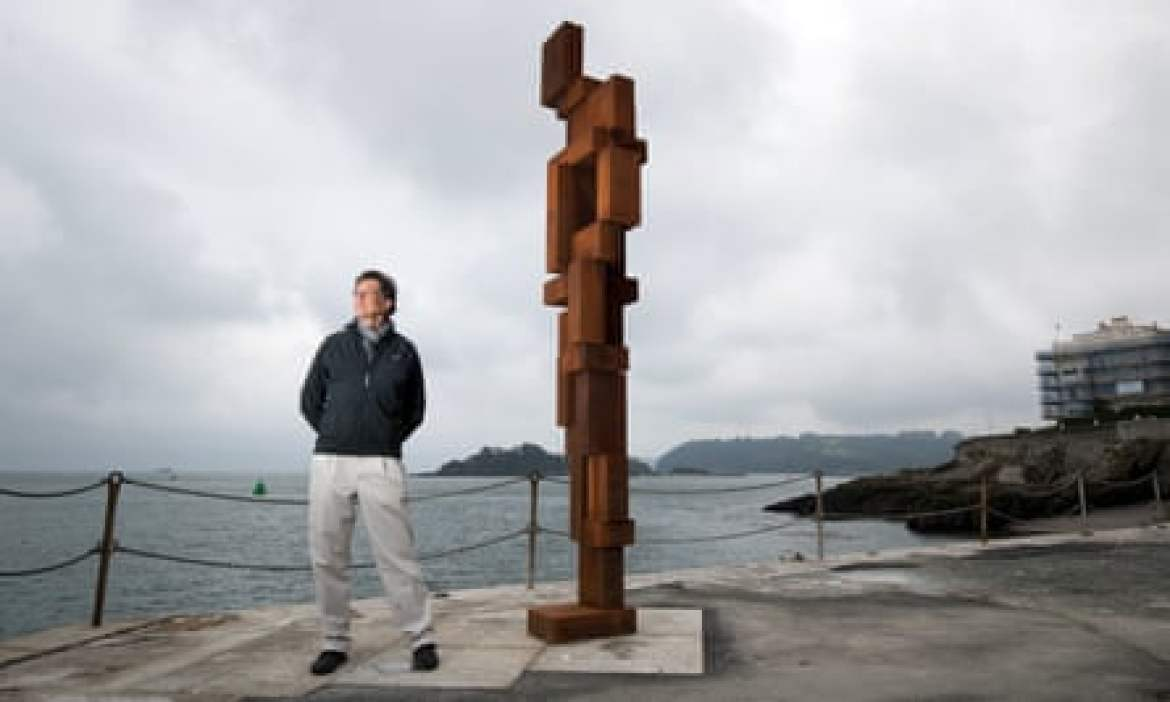 Antony Gormley with his artwork Look II on West Hoe Pier.