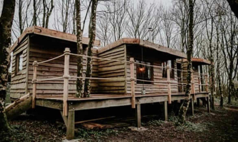 exterior-of-log-jam-cabin