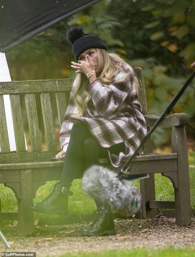 Lovely: Zara cut a laid-back look as she perched on the park bench to speak to Sam