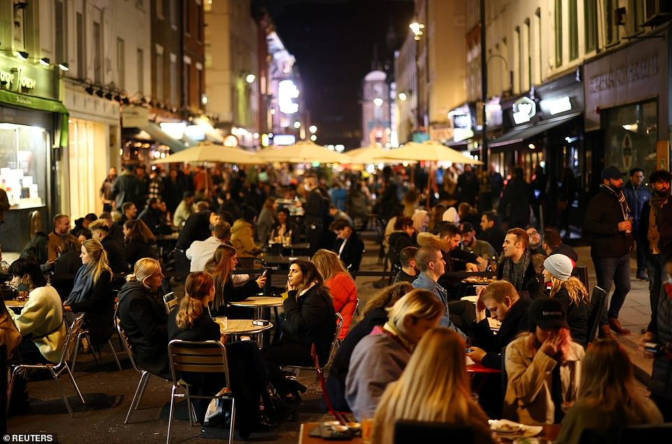 Following a government U-turn on businesses selling takeaway alcohol, pubs will be able to sell takeaway drinks to customers who order online or by phone, text or post