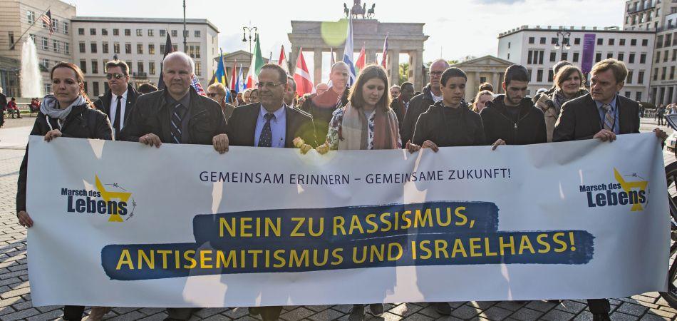 【ドイツ:難民問題】メルケル:アラブ系移民がドイツに ...