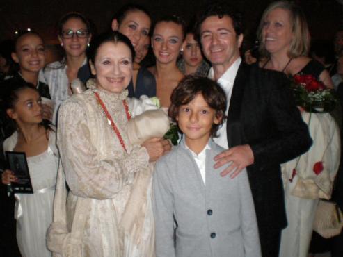 Toni Candeloro con i suoi allievi e Carla Fracci