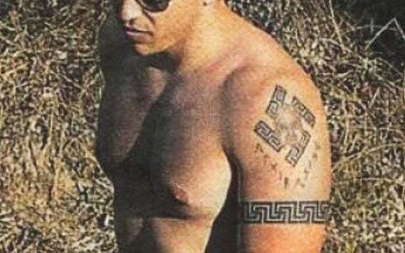 Αμφίπολη: Ο Ηλίας Κασιδιάρης συγκρίνει το τατουάζ του με τα ευρήματα στον τάφο!