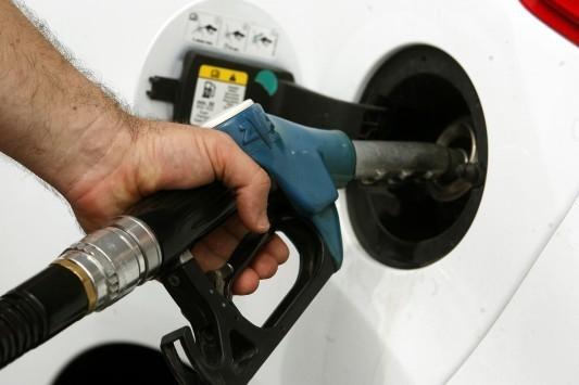 Η μεγάλη κλοπή σε πετρέλαιο και βενζίνη – Χρυσοπληρώνουμε τα καύσιμα ενώ οι τιμές έχουν πέσει στα επίπεδα του 2009!