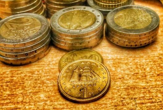 Μείναμε στο ευρώ, αλλά η χώρα... γύρισε στη δραχμή! - Η οικονομία επέστρεψε σε επίπεδα 2001!