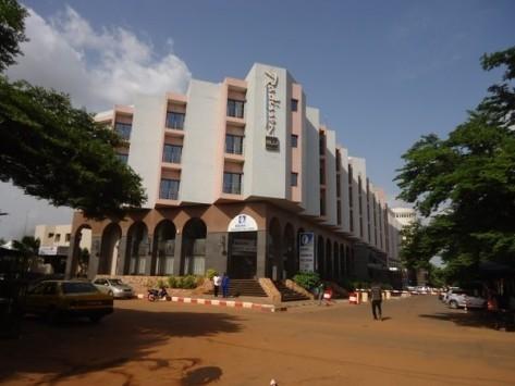 Ομηρία σε ξενοδοχείο στο Μάλι: Πυροβολισμοί και εκρήξεις - Πληροφορίες για 5 νεκρούς