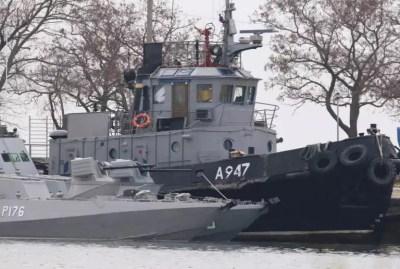 Η Ρωσία επιστρέφει στην Ουκρανία τα τρία πλοία που είχε καταλάβει
