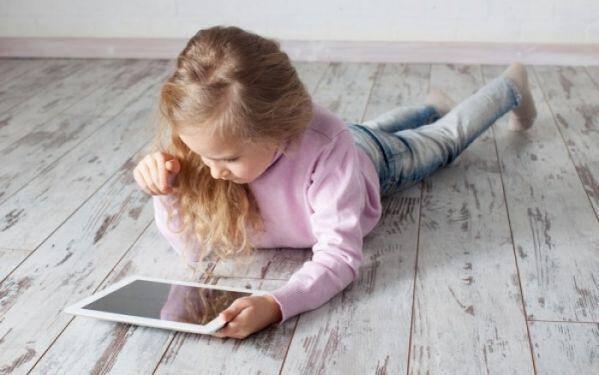 Κανόνες για να «ξεκολλήσετε» τα παιδιά σας από τις οθόνες