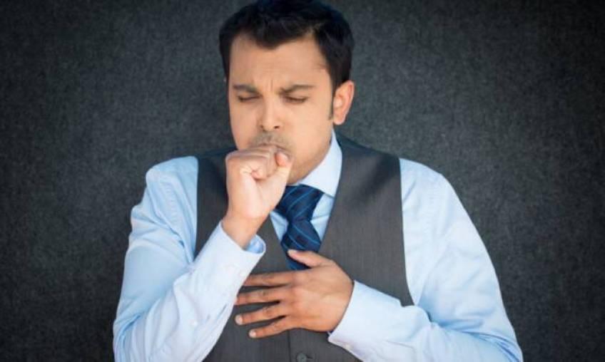 Έξι λόγοι που σας πιάνει βήχας όταν πάτε στο γραφείο ή στη δουλειά