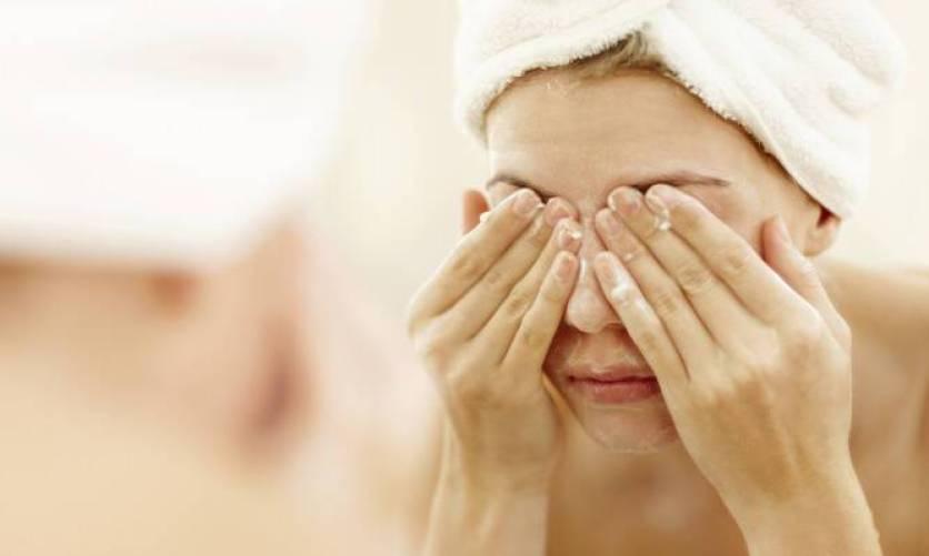 Πλύσιμο προσώπου: Τα 5 λάθη που όλοι κάνουμε και δεν το καταλαβαίνουμε