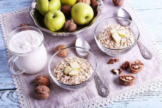 Υπέρταση: Οι ειδικοί συστήνουν τι να αυξήσετε και τι να βγάλετε από τη διατροφή σας