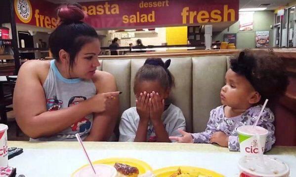 «Όχι, μαμά όχι!», μικρό κορίτσι τα βάζει με τη μαμά της και υπερασπίζεται τη μεγάλη της αδερφή (vid)