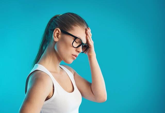 Ίλιγγος: Ποια είναι τα συμπτώματα και πού μπορεί να οφείλεται