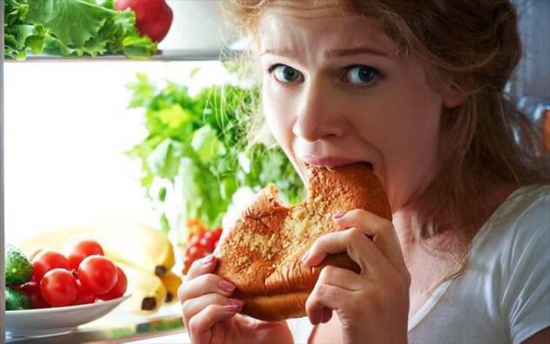 5 σημάδια που φανερώνουν «συναισθηματικό φαγητό» και πώς να το σταματήσετε όσο είναι νωρίς