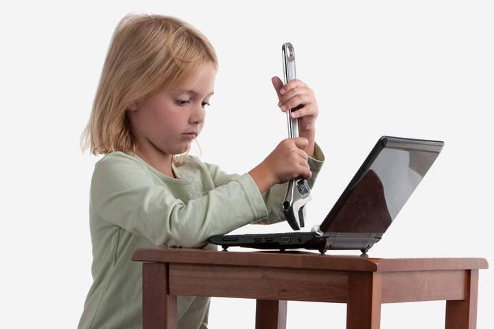 12 επικίνδυνα πράγματα που όλα τα παιδιά κάνουν