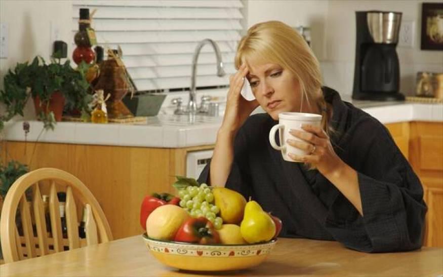 Ποιες τροφές μπορεί να κρύβονται πίσω από τις ημικρανίες και ποιες «ενοχοποιούνται» άδικα