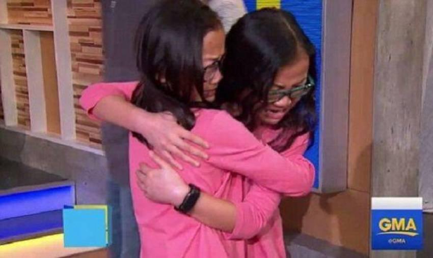 Η συγκινητική στιγμή που δίδυμα κοριτσάκια συναντιούνται για πρώτη φορά (vid)