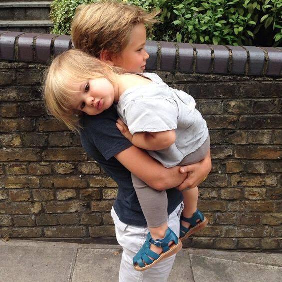 Όταν το παιδί ζηλεύει το μωρό: Τρόποι για να αντιμετωπίσετε τη ζήλια του