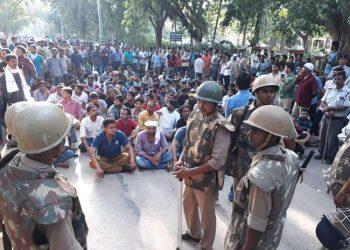 BHU: हिंसक बवाल के बाद BHU 28 सितंबर तक बंद, धरने पर छात्र