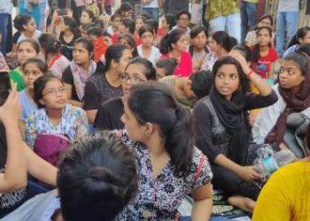 BHU: समर्थन में आई प्रियंका गांधी, छात्र-छात्राएं बड़े आंदोलन की ओर