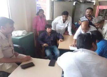 बीजेपी विधायक गिरफ्तार, बल्ले से की थी अधिकारी की पिटाई
