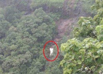 दर्दनाक हादसा: महाराष्ट्र में 300 फुट गहरी खाई में गिरी बस, 33 की मौत