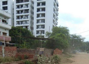 PM मोदी का  संसदीय क्षेत्र वाराणसी : धड़ल्ले से खड़ी हो रही है मौत की इमारतें